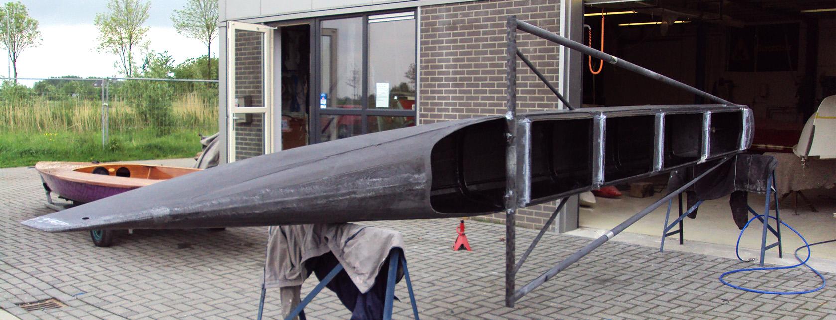 Casco inclusief frame voor draagvleugels, voor plamuurfase